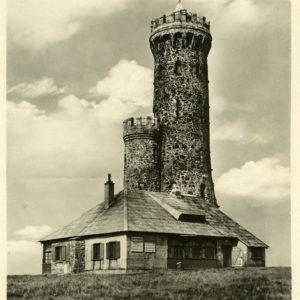 historická fotografie rozhledny na vrcholu (zdroj: idnes.cz)